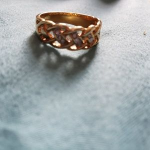 Jewelry - Gold plated ring